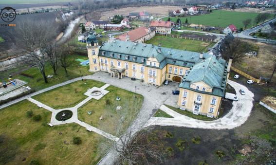 Dron SowiWeb - Pałac w Żelaznie z lotu ptaka