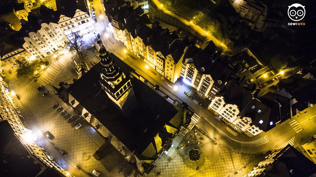 Fotografia dronowa nocą w Kłodzku by SowiWeb