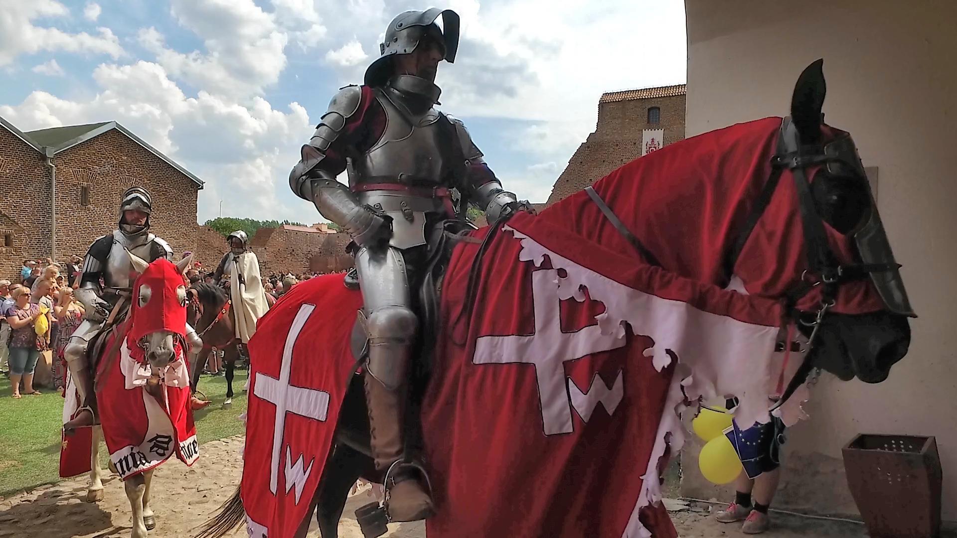 Turniej rycerski w Łęczycy - rycerz na koniu