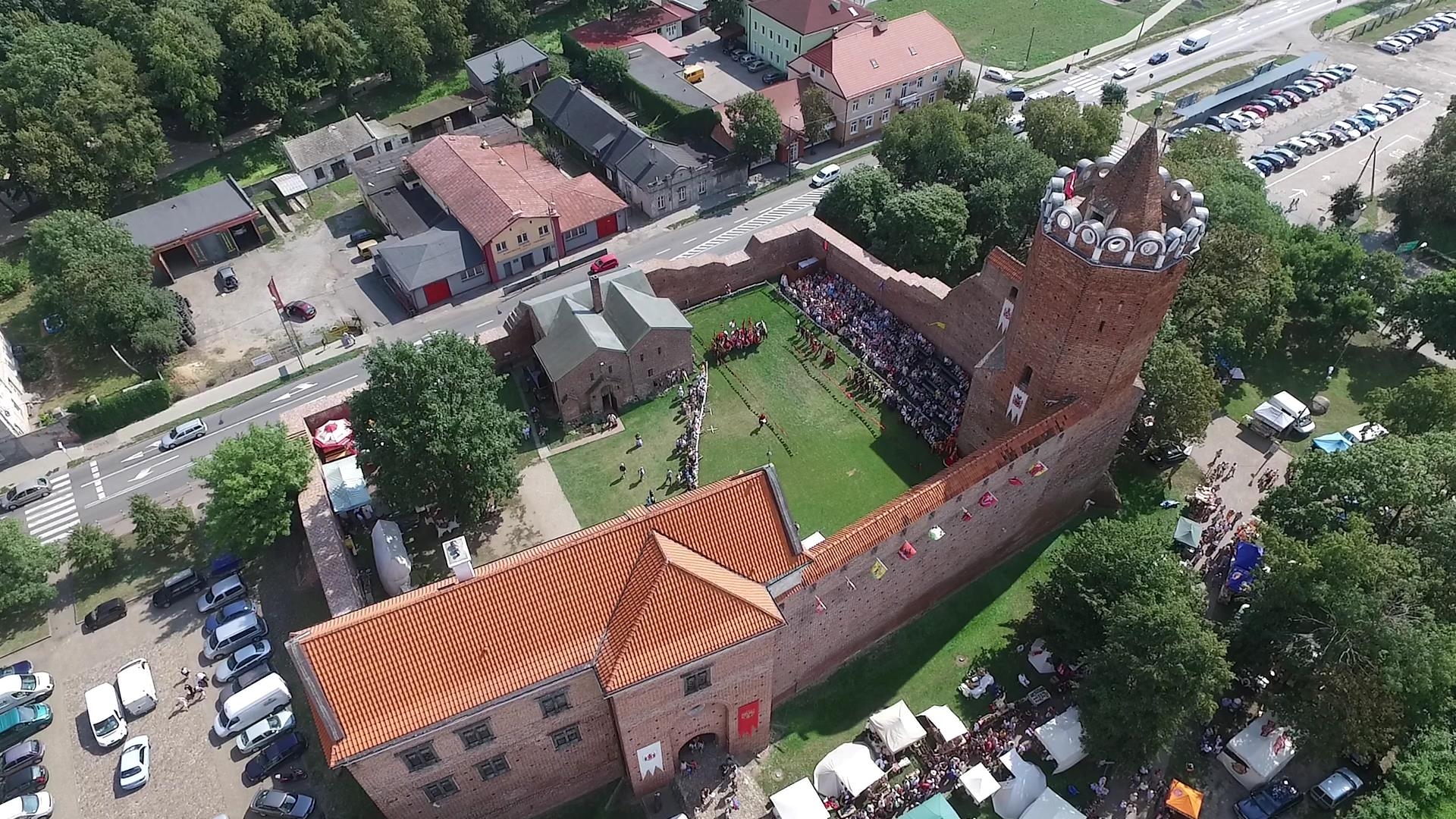 Turniej rycerski w Łęczycy z lotu drona